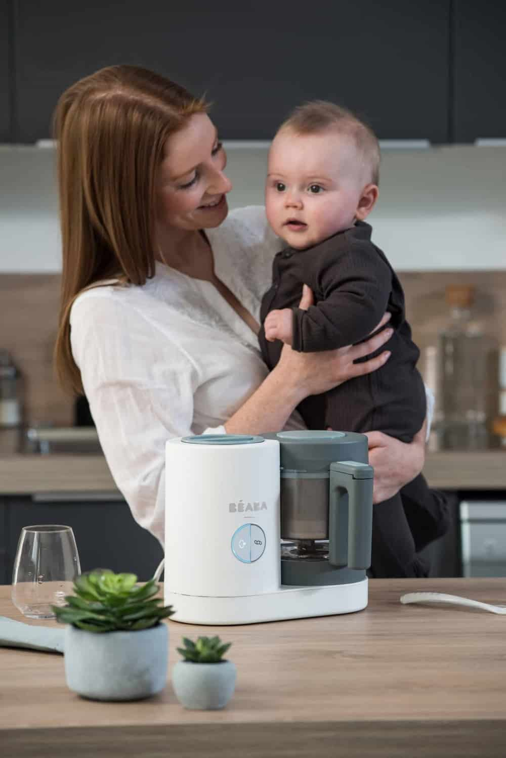 mom and baby with beaba babycook neo cloud