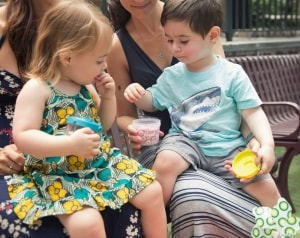 toddlers eating snack out of Beaba clip container