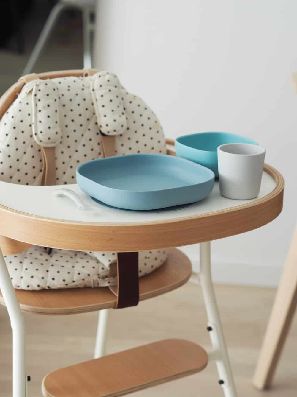 Beaba Silicone Suction meal set in rain on high chair