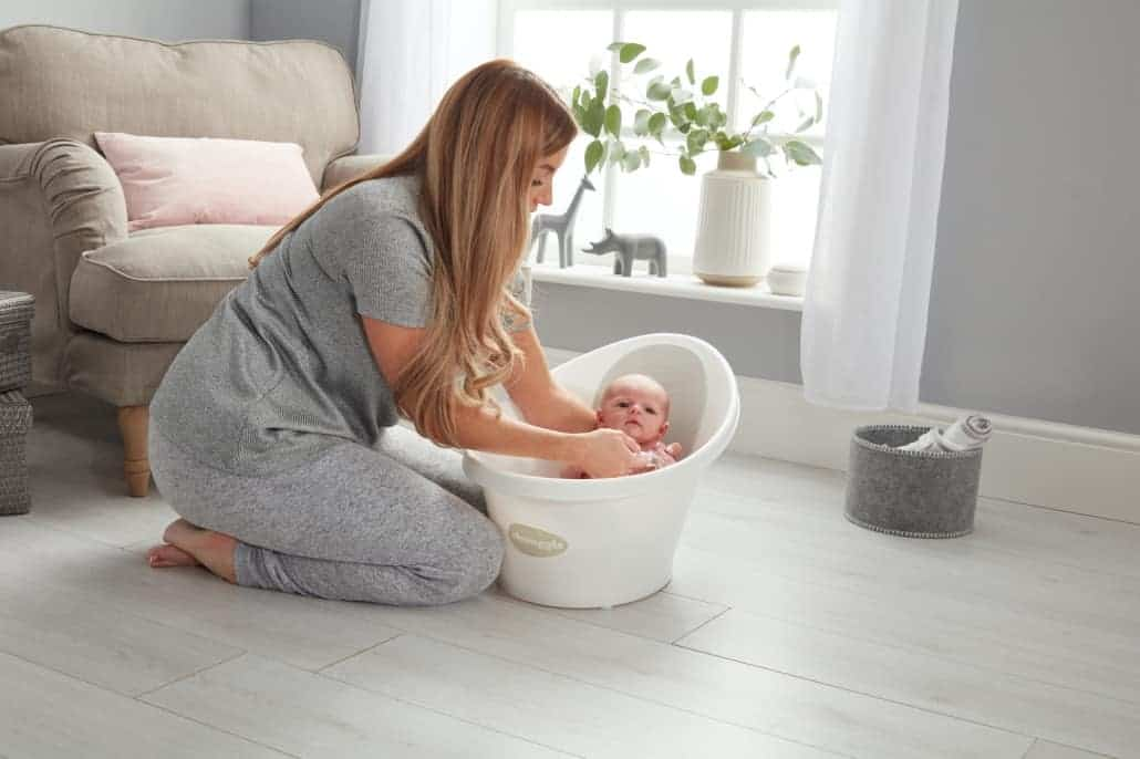 mom cleaning baby in Beaba by Shnuggle Baby bath