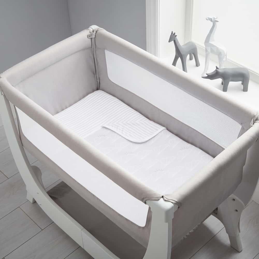 Beaba by Shnuggle Bedside Sleeper Infant Crib Bedding Set In Crib