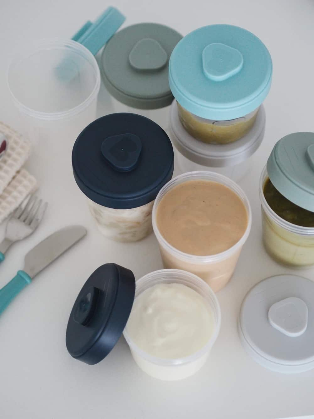 Baby Food Storage Clip Containers Set of 8 Lifestyle