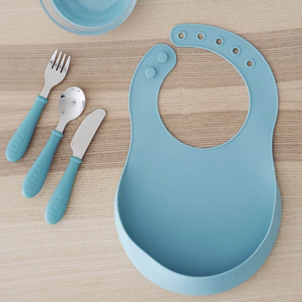 Beaba silicone bib rain on table with cutlery